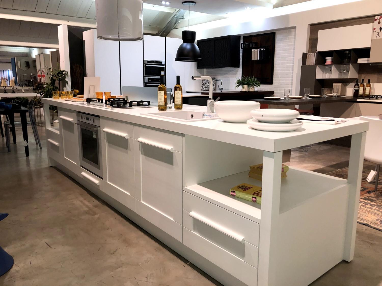 Cucina isola centrale Gallery di LUBE Cucine - Stylarredo